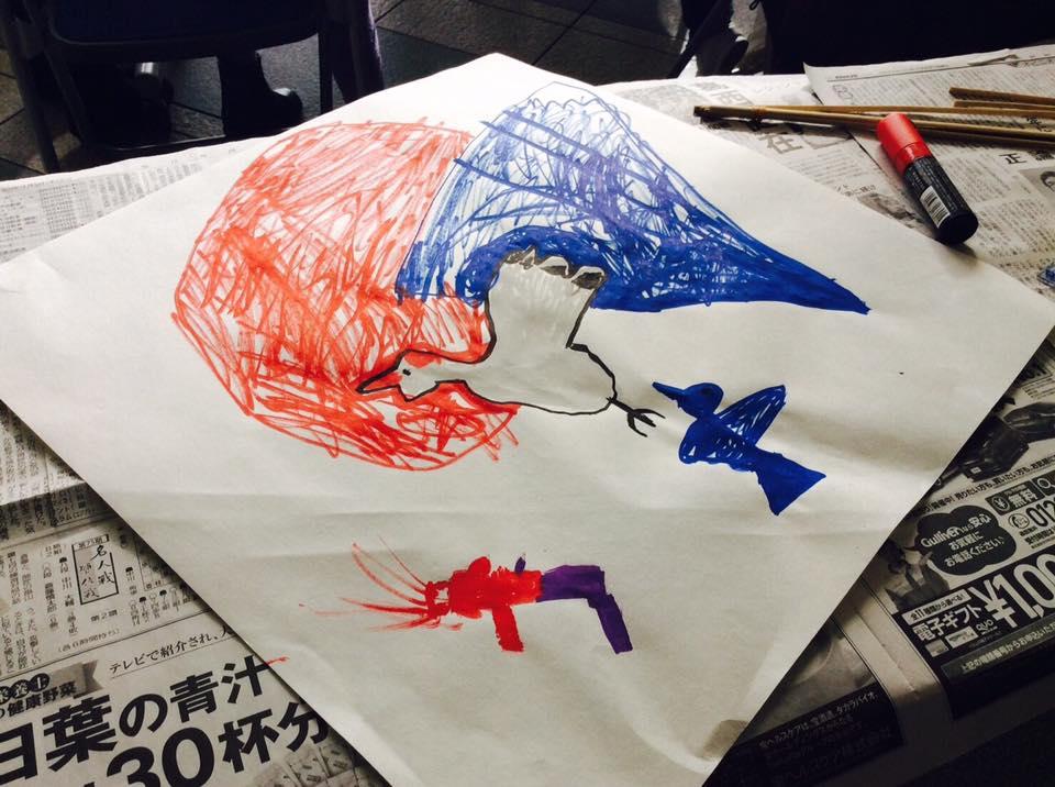 まずは凧に絵を描いてみよう