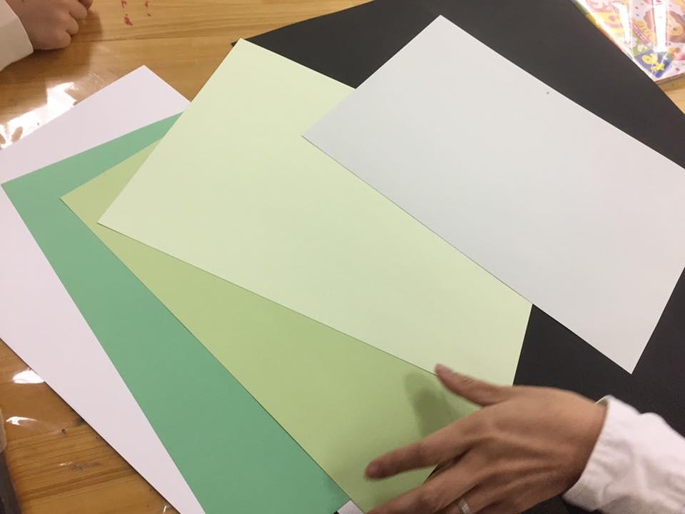 台紙の色を選びましょう。