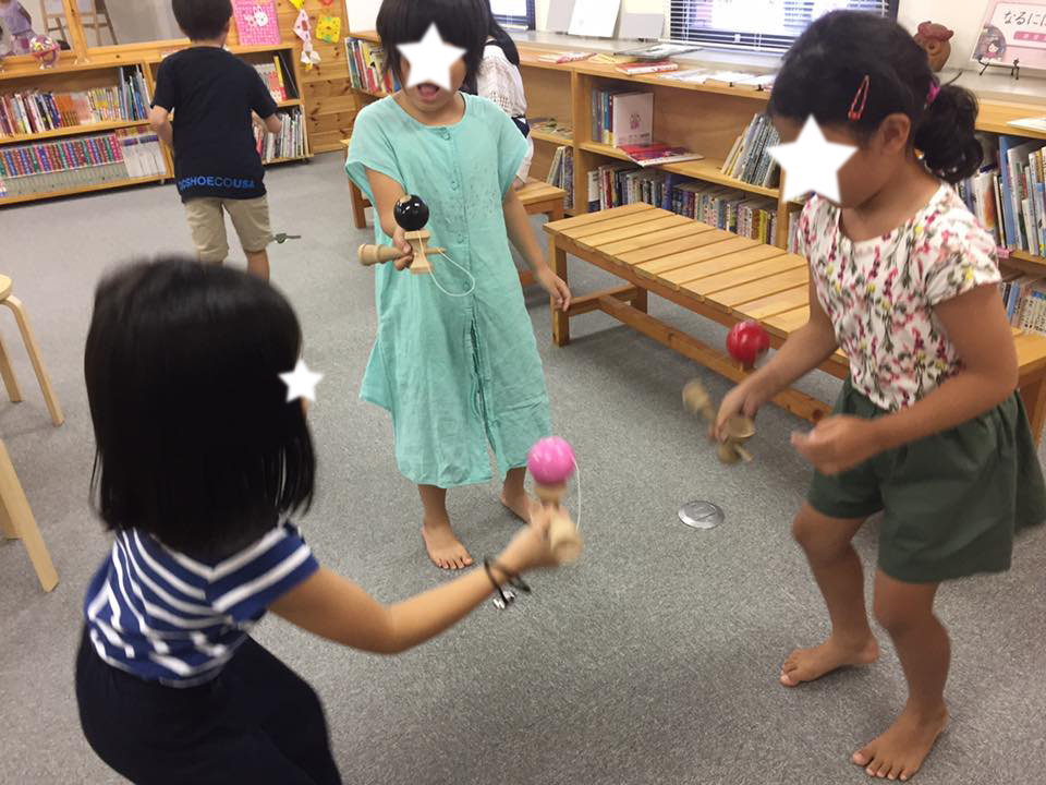 夏休み、女子を中心に、けん玉が流行りました。