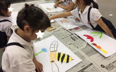 それぞれのミツバチをたくさん書いていました